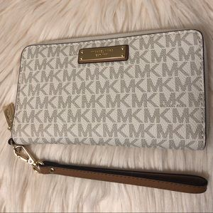 Michael Kors Wallet ✨